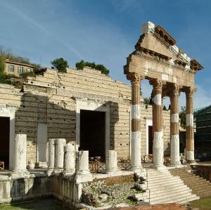 La facciata del Tempio Capitolino - Capitolium a Brescia.